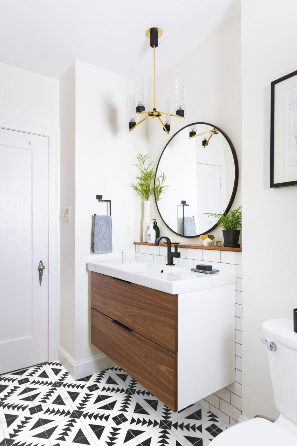 How to Clean Bathroom Countertops and Keep Them Sparkling